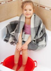 как парить ноги ребенку