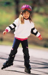 Учим ребенка кататься на роликах