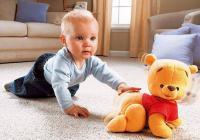 Со скольки месяцев ползает ребенок