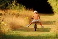 Как научить ребенка кататься на велосипеде