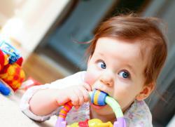 лезут клыки у ребенка