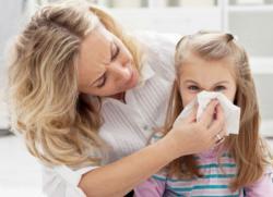 Что делать ребенок чихает