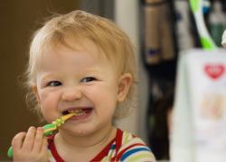 появление зубов у детей